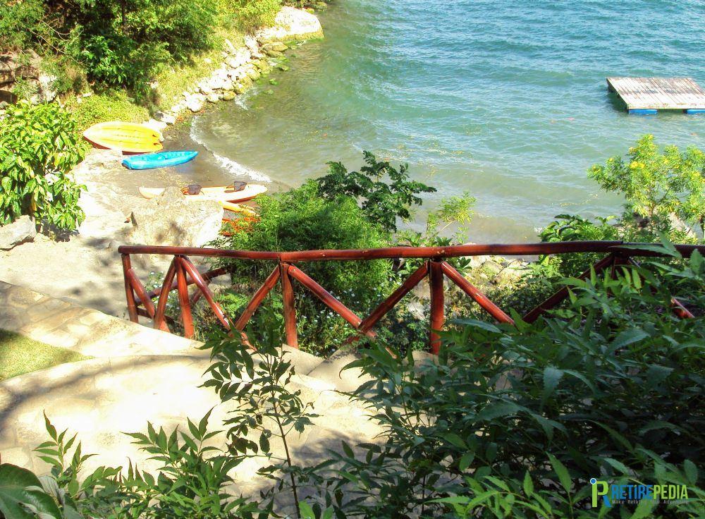 Access to the lake shore from the Beach Club at Laguna de Apoyo. You can swim, take a canoe, sunbathe or simply enjoy the view.