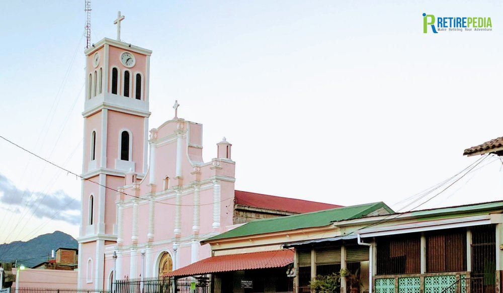 When walking around Matagalpa, you can't miss the San José Church. Originally constructed in 1751 and used as a jail for indigenous rebels in the late 1800s, this church was rebuilt in 1917 by Franciscan friars. The baroque gold-leaf altar and arched ceilings are lovely.