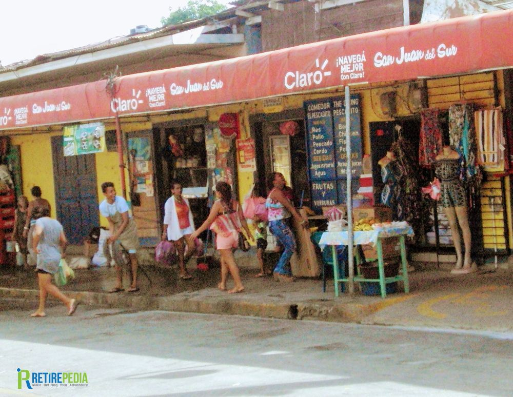 Walk around town and get a feel for this once sleepy fishing village turned surfers mecca. Streets are busy with vendors and shops that cater to locals and tourist alike.
