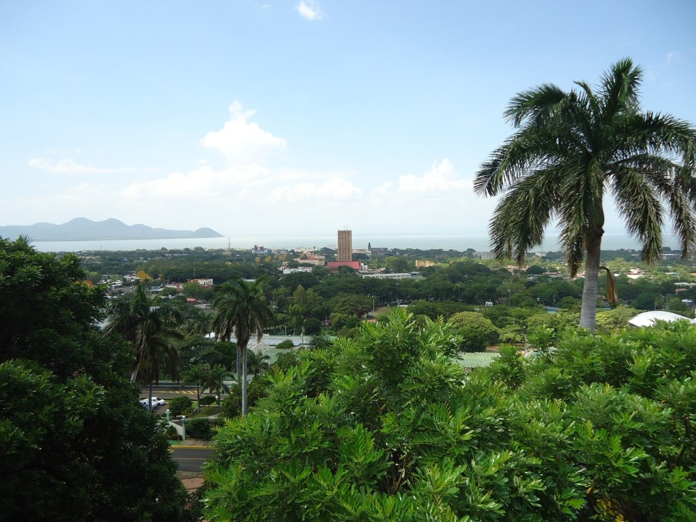 View over Managua, with Lake Managua in the background. The tall building is the former Bank of America tower, one of the few skyscrapers that survived the 1972 earthquake.