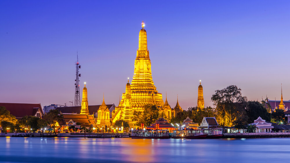 A picture of Wat Arun, Bangkok, Thailand from the water.