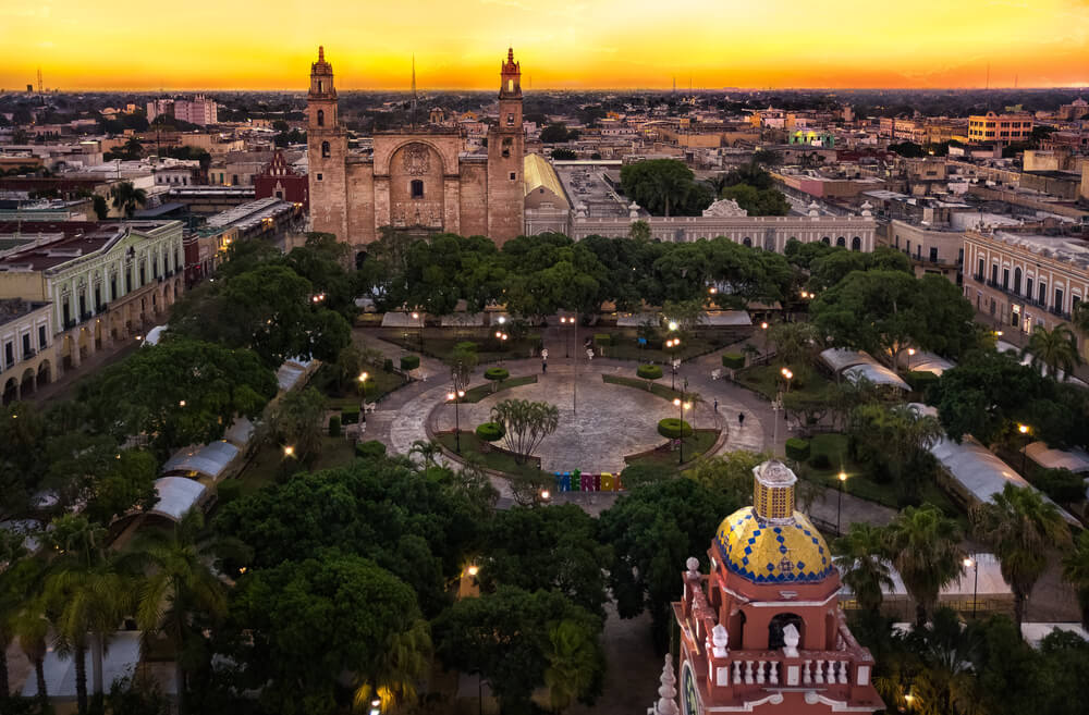 A picture of Mérida, Mexico at night.