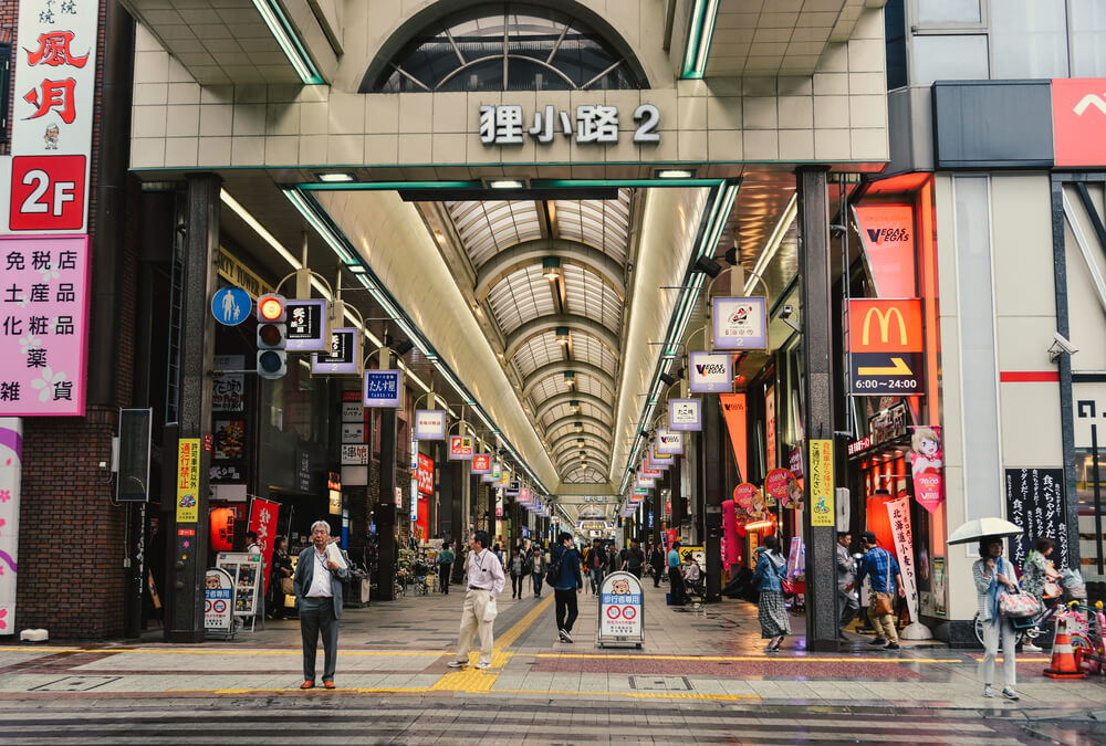 A photo of a Famous Shopping Arcade in Sapporo, Japan. It shows a large mall entrance with a high ceiling