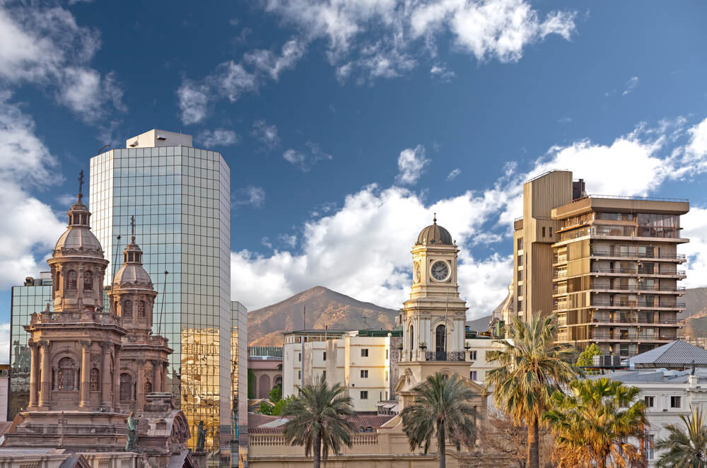A photo of the cityscape of Santiago de Chile, it shows several ornate buildings juxtaposed with modern sky scrapers
